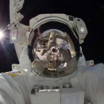 Autorretrato do astronauta Akihiko Hoshide.