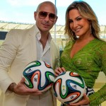 Cláudia Leitte ao lado do rapper Pitbull em encontro no Maracanã